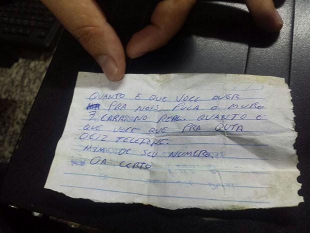 Bilhete foi entregue na tarde desta quinta (26) a um policial militar (Foto: Divulgação/Cadeia Pública de Mossoró)