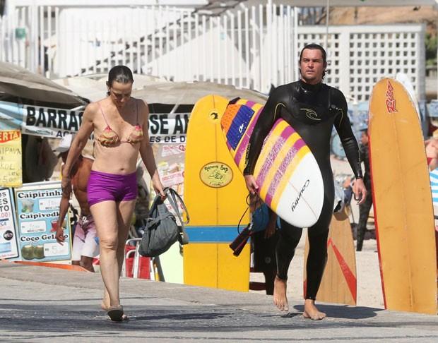 Mãe e filho após o mergulho (Foto: AgNews)