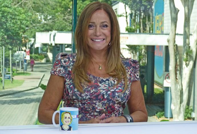 Susana Vieira posa na bancada do novo estúdio do 'Vídeo Show' (Foto: Cristina Cople / Gshow)
