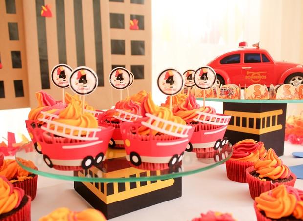 Cupackes em formato de carro de bombeiro (Foto: Arquivo Pessoal)