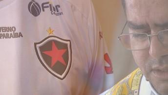 Padre celebra missa com camisa do Botafogo e aposta em ano de títulos