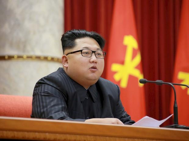 O líder norte-coreano Kim Jong-Un em foto de arquivo sem data divulgada pela Agência de Notícias da Coreia do Norte (Foto: KCNA/via Reuters/Arquivo)