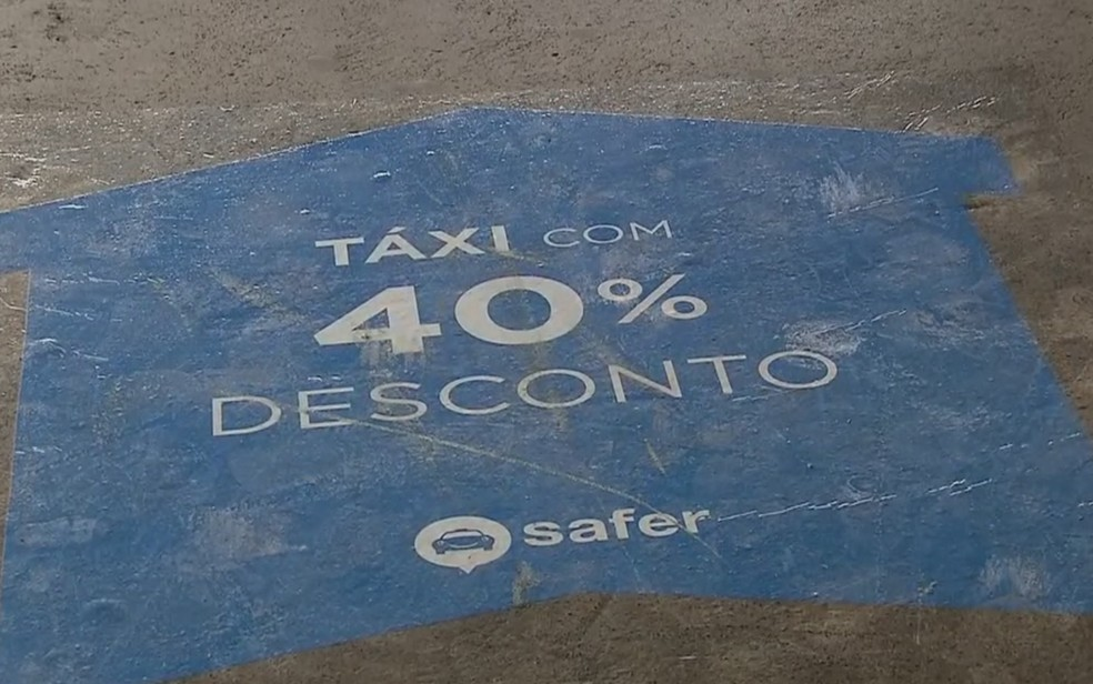 Faixa pintada no estacionamento da Rodoviária Interestadual que causou protesto de taxistas (Foto: TV Globo/Reprodução)