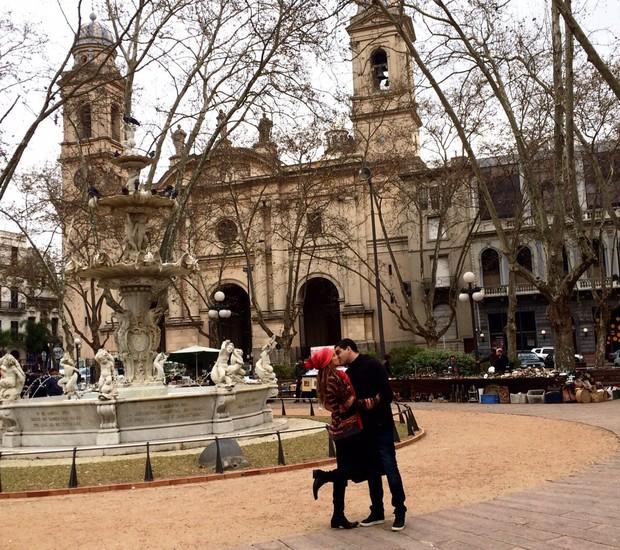 Renata Santos e o marido em viagem ao Uruguai (Foto: Divulgação)