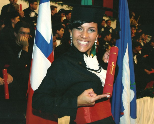 Ju Moraes se formou em Direito em 2009, com 24 anos (Foto: Reprodução/Arquivo Pessoal)