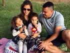 Ronaldo faz piquenique com as filhas e a noiva