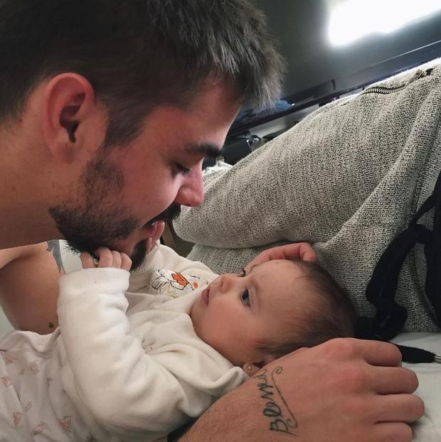 Henrique Rien com a filha (Foto: Reprodução/Instagram)