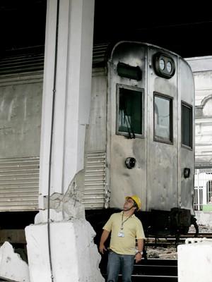 Trem bateu em uma pilastra nesta terça-feira (25) (Foto: Alessandro Costa/ Agência O Dia/AE)