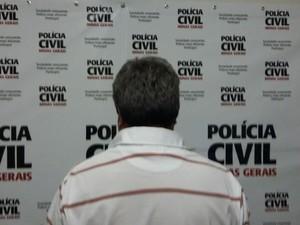 Ex-delegado foi apresentado durante coletiva com a imprensa (Foto: Polícia Civil/Divulgação)