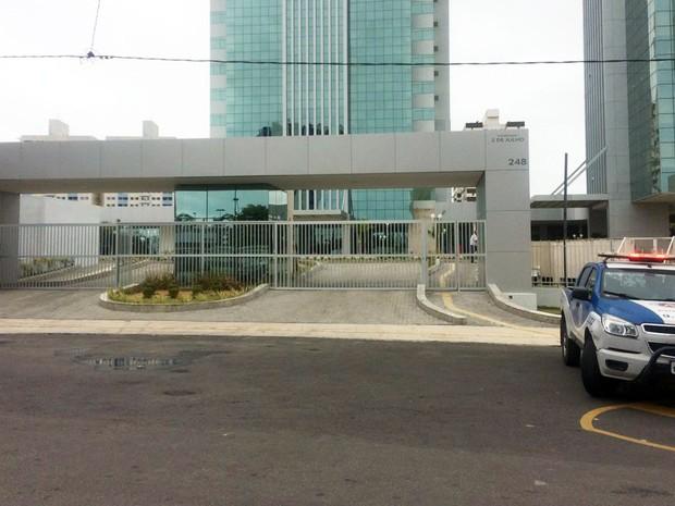 Duas pessoas ficaram feridas durante o ataque do funcionário (Foto: Henrique Mendes/G1)