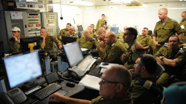 Soldados da reserva participando de um exercício surpresa em 2013