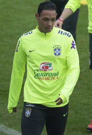 Moderno aos 35 anos, pastor Ricardo Oliveira desafia o tempo na Seleção