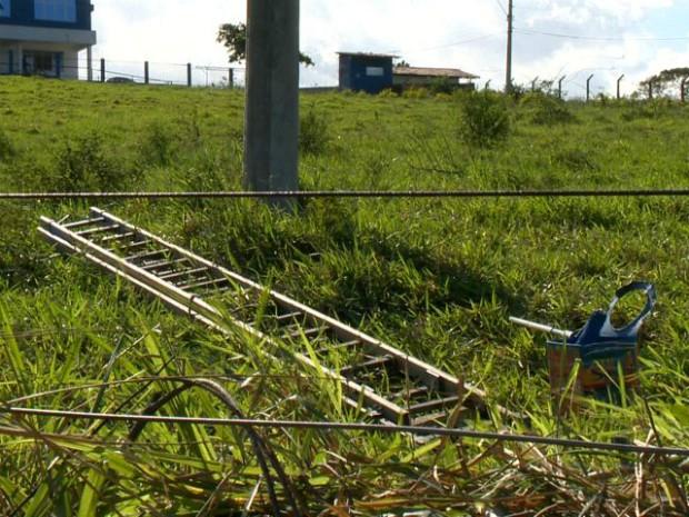 Pintor estava trabalhando quando recebeu descarga elétrica (Foto: Reprodução/ TV Gazeta)