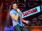 Luan Santana mostra braços mais fortes em show