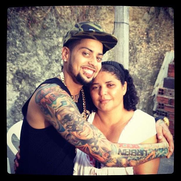 David Correy ao lado da mãe, Lucilene Correa (Foto: Reprodução/Facebook)
