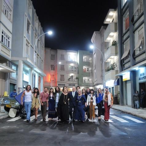 Elenco de Pecado mortal posa reunido na cidade cenográfica (Foto: Michel Angelo/ TV Record)