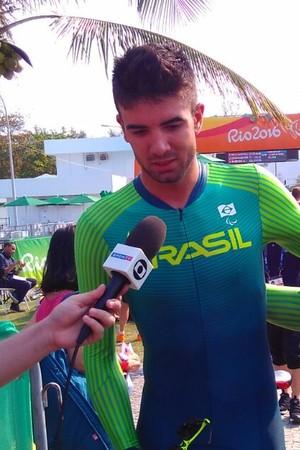Descrição: Chaman se emociona ao falar das dificuldades que passou até chegar ao bronze (Foto: Pedro Lopes)