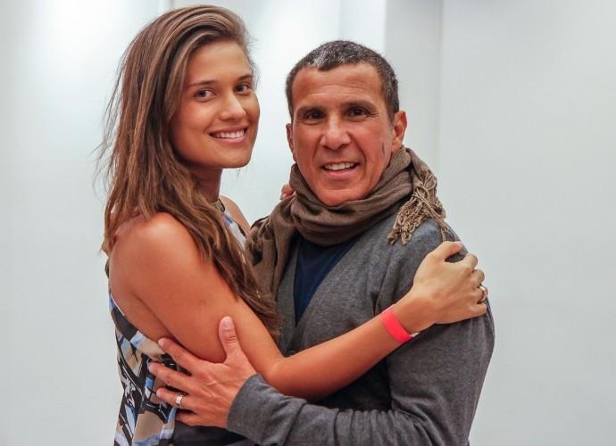 """Eri e namorada nos bastidores do """"Tomara que Caia"""" (Foto: Artur Meninea/Gshow)"""
