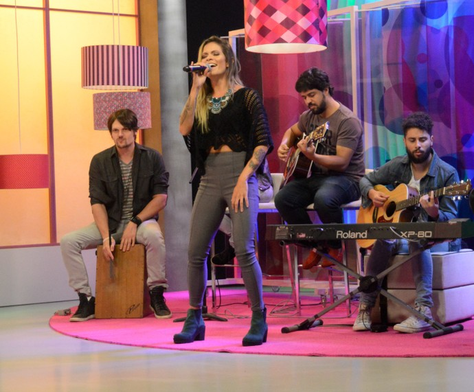 Cantora Nalanda Mistura com Rodaika  (Foto: Giovane Santayana/RBS TV)