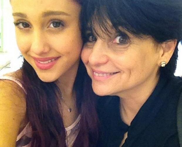 Ariana Grande e a mãe, Joan Grande (Foto: Reprodução)