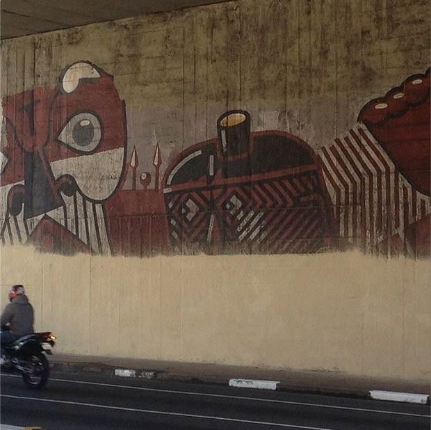 Obra do grafiteiro Nunca parcialmente coberta na Avenida 23 de Maio, em foto feita pelo artista no início da tarde de quarta-feira (4) (Foto: Reprodução/Instagram/@nunca_art)