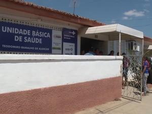 Família teve que pagar o combustível da ambulância que levou grávida para a maternidade no sertão da Paraíba (Foto: Reprodução / TV Paraíba)