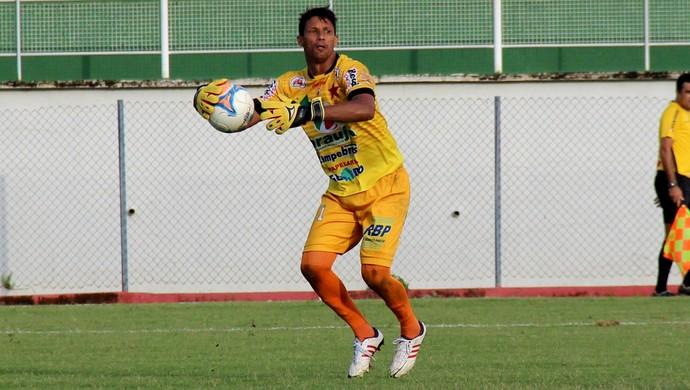 Edivandro, goleiro do Rio Branco (Foto: João Paulo Maia)