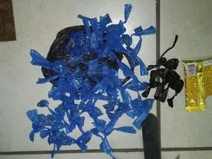 Material foi apreendido em Macaé (Foto: Divulgação Polícia Militar)
