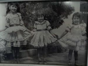 As irmãs Agristelma, Agristela e Maria das Graças vestidas para os festejos juninos (Foto: Tereza Pereira/Arquivo pessoal)