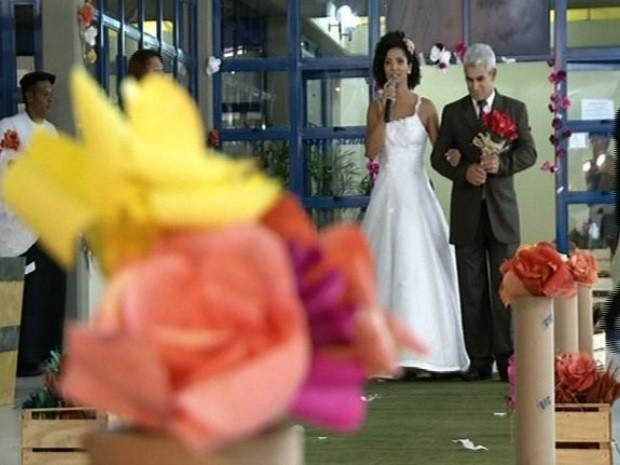 usam material reciclado em decoração de casamento em Luziânia