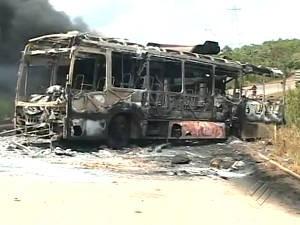 Ônibus Belo Monte Destruído Queimado Concórcio Construtor Funcionários Greve (Foto: Reprodução/TV Liberal)
