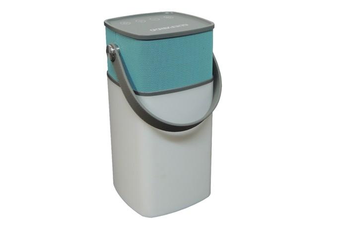 Caixa de som vem equipada com lanterna LED ideal para acampamentos (Foto: Divulgação/Guepardo)