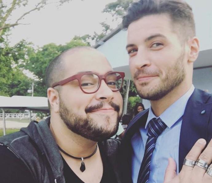 Tiago Abravanel e Leandro Lima nos bastidores de Chapa (Foto: Reprodução Internet)