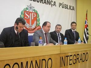 Da esquerda para a direita: Nestor Sampaio (corregedor geral), Maurício Blazeck (delegado geral), José Claudio Tadeu Baglio (Gaeco Campinas) e Amauri Silveira Filho (Gaeco Campinas)  (Foto: Roney Domingos/G1)