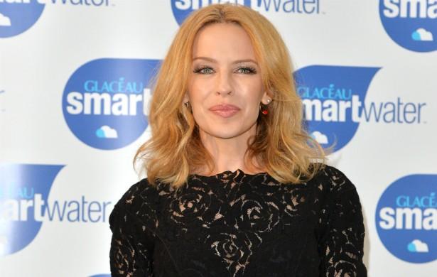 Kylie Minogue costuma ter relacionamentos longos, mas nunca se casou. A popstar está com 46 anos. (Foto: Getty Images)