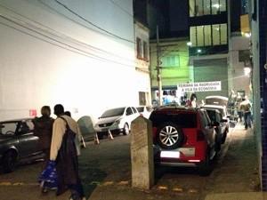 Travessa da Rua Oriente virou um dos pontos de comércio (Foto: Marcelo Mora/G1)
