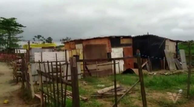 Mais de 30 barracos já foram construídos no local (Foto: Reprodução/TV Tribuna)