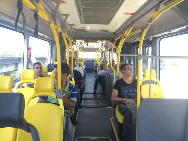 BRT Transcarioca circula vazio em seu primeiro dia (Foto: Daniel Silveira/G1)