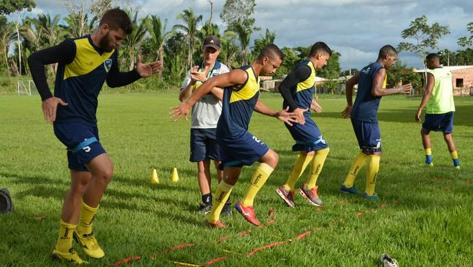 Metade da equipe participou de treino físico (Foto: Jheniffer Núbia)