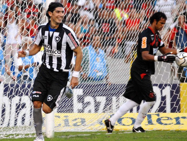 Loco Abreu Botafogo 2010 arquivo (Foto: O Globo)