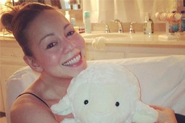 Mariah Carey postou uma foto fofa em seu Twitter e (detalhe!) estava sem maquiagem (Foto: Twitter)