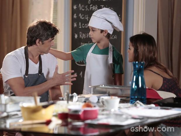 Ivan mostra que é um bom chef de cozinha (Foto: Felipe Monteiro / TV Globo)