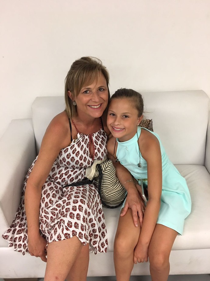 Ao lado da mamãe Márcia, nos bastidores (Foto: arquivo pessoal)