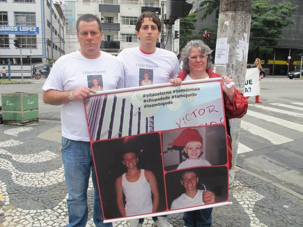 Família de estudante morto em SP participa de ato pela diminuição da maioridade penal em Santos (Foto: Anna Gabriela Ribeiro/G1)
