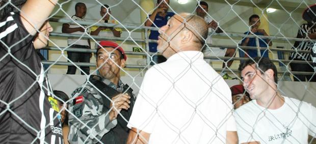 Torcedores do Botafogo-PB, polícia militar (Foto: Lucas Barros / Globoesporte.com/pb)