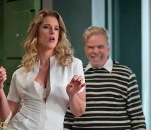 'Helga' surge e provoca Arthur (Foto: TV Globo)