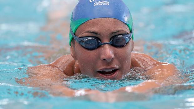 Fabíola Molina volta às piscinas na briga por Londres-2012