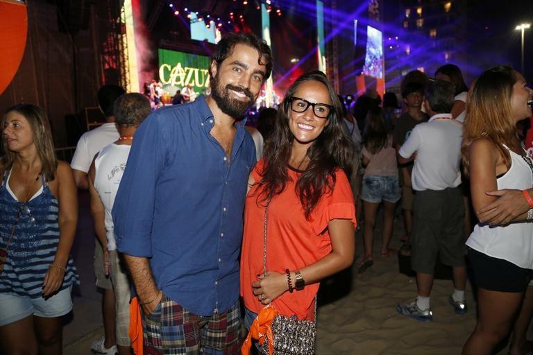 Ricardo Pereira posa com a mulher, Francisca; casal não deve ir ao Sambódromo este ano (Foto: Ag News)