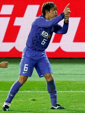 Toshihiro Aoyama comemora gol do Hiroshima  (Foto: Reuters)
