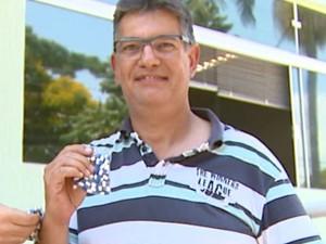Analista de sistemas José Luís Sanches buscou cápsulas na USP de São Carlos (Foto: Paulo Chiari/ EPTV)